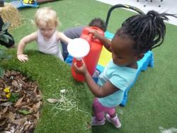 Crèche children gardening